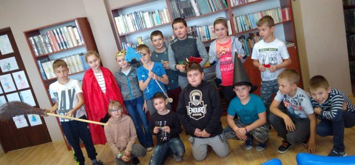 Międzynarodowy Dzień Postaci z Bajek w bibliotece szkolnej Zespołu Szkół i Placówek Oświatowych w Bolewicach
